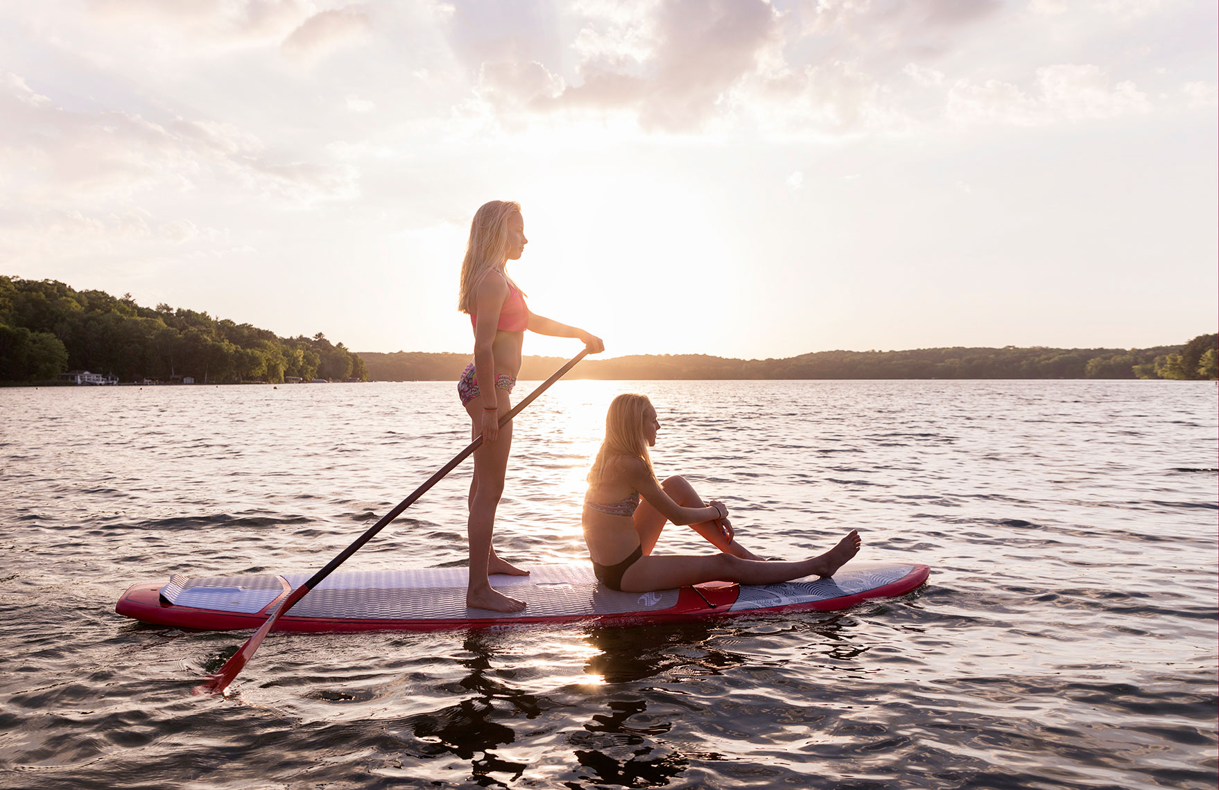 ANJA-AND-ELSA-ON-THE-PADDLEBOARD_Per-Breiehagen