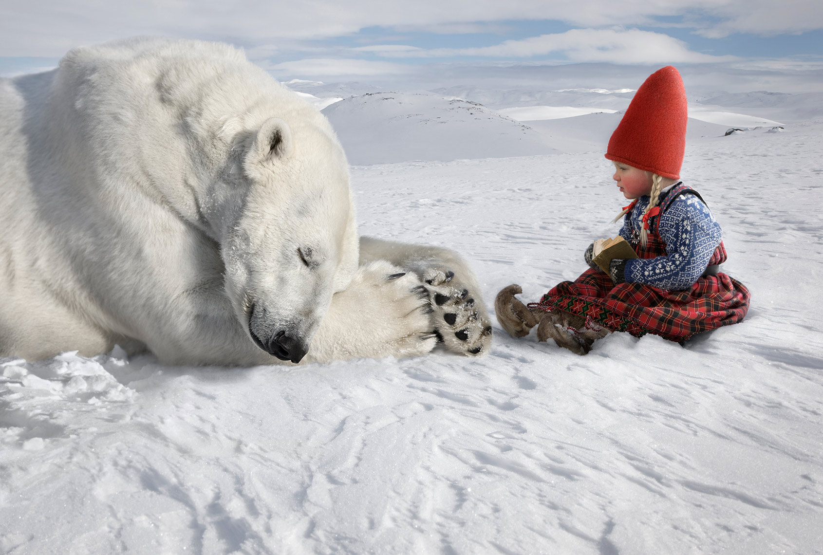 ANJA-READING-TO-POLAR-BEAR_THE-CHRISTMAS-WISH