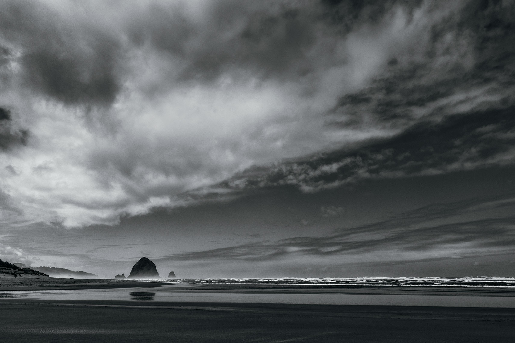 CANNON-BEACH-VISTA_1_flat-bw