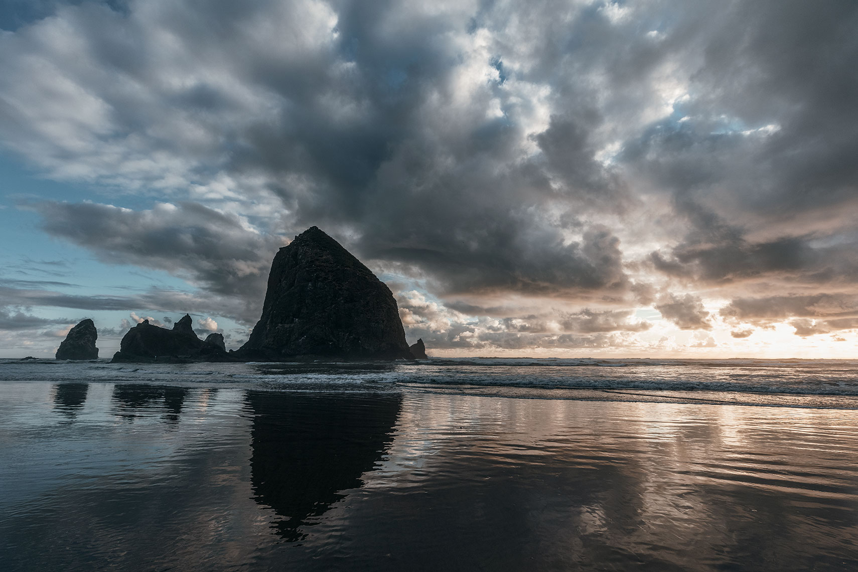 Cannon-beach_moody_sunset