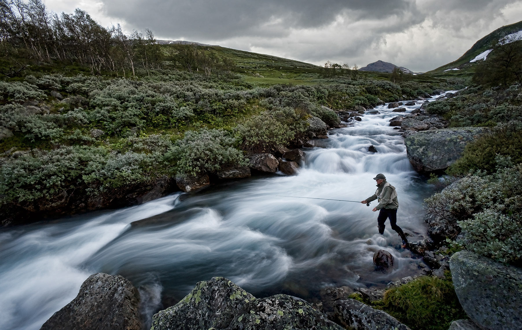 FISHING-IN-THE-RIVER_RAGGSTEINDALEN