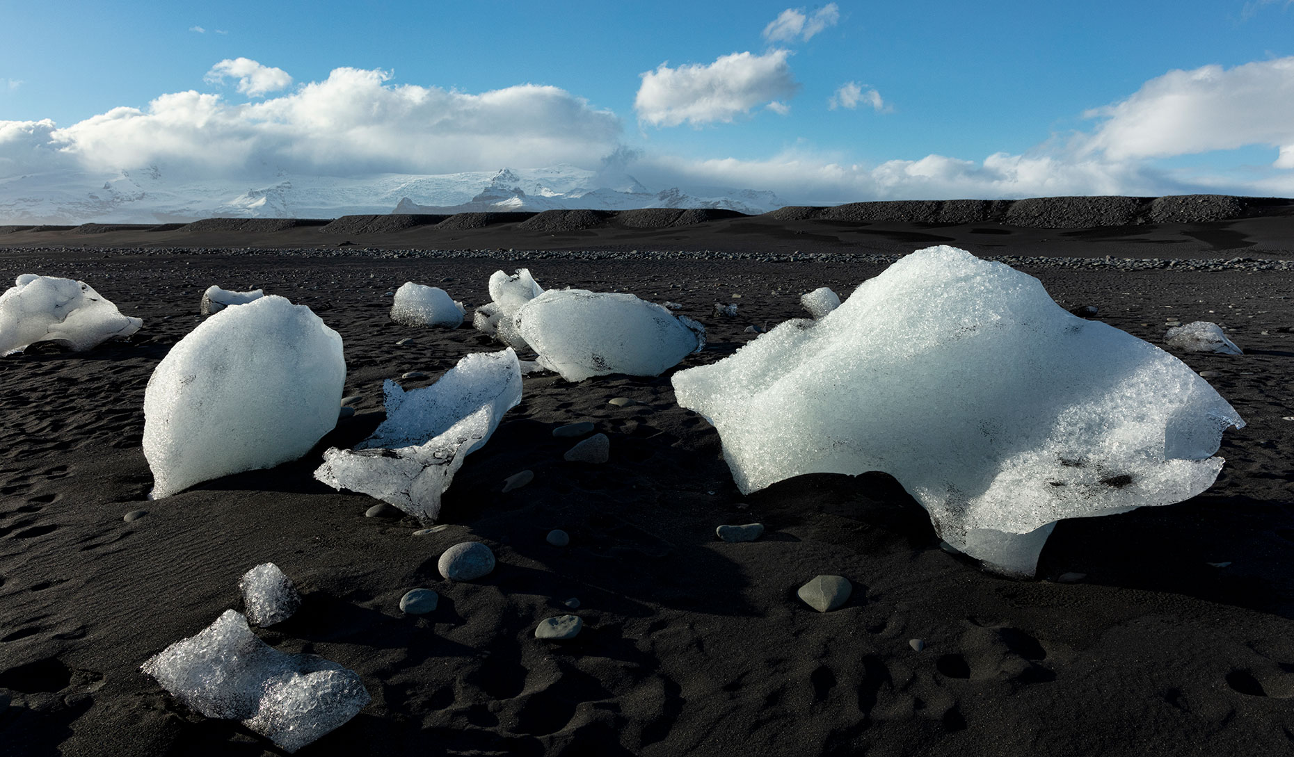 ICE-CHUNKS-ON-A-BLACK-BEACH