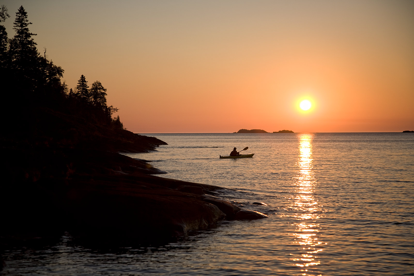 ISLE_ROYALE_07_sunset-solo-paddle