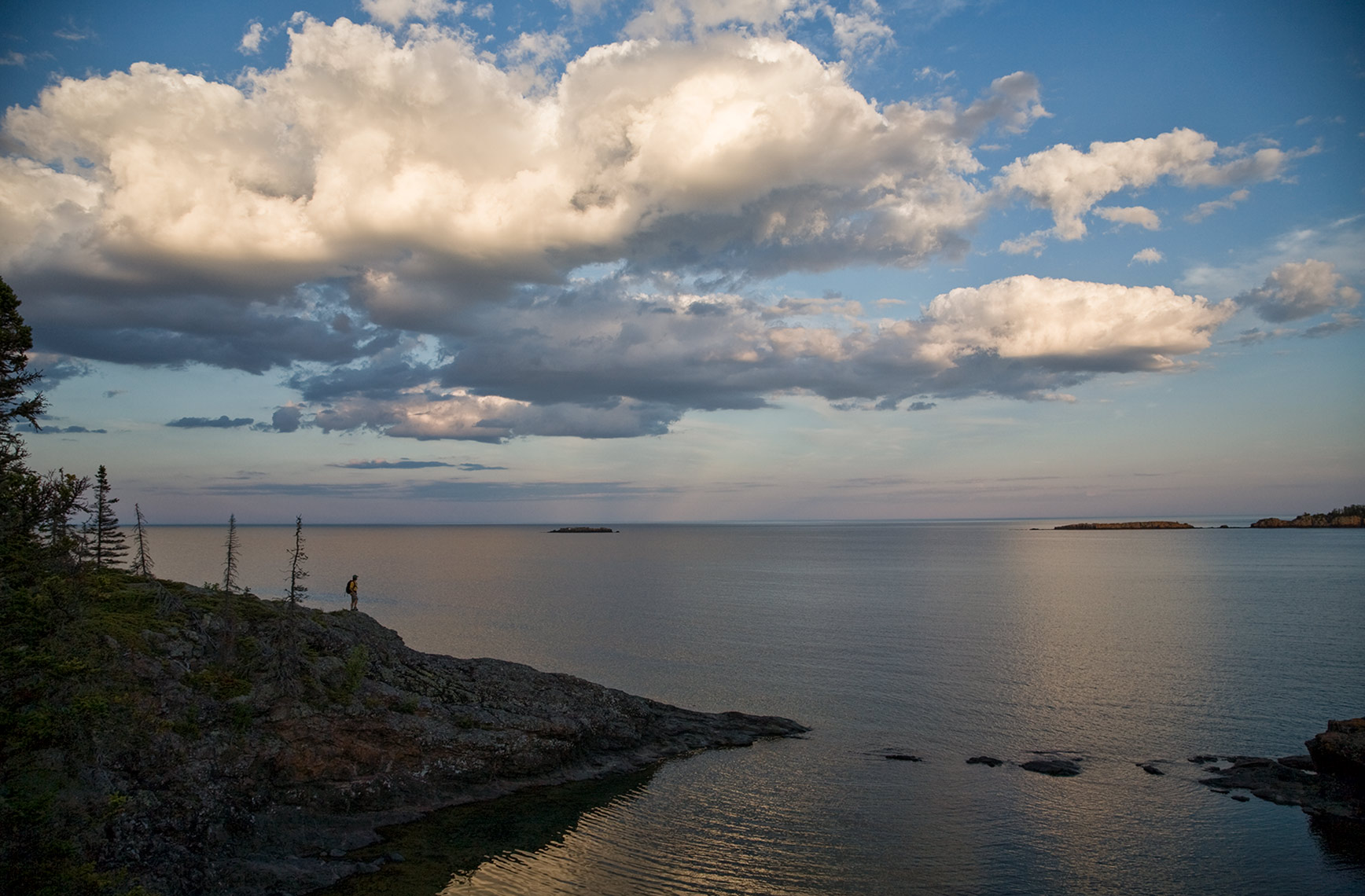 ISLE_ROYALE_hiker-vista