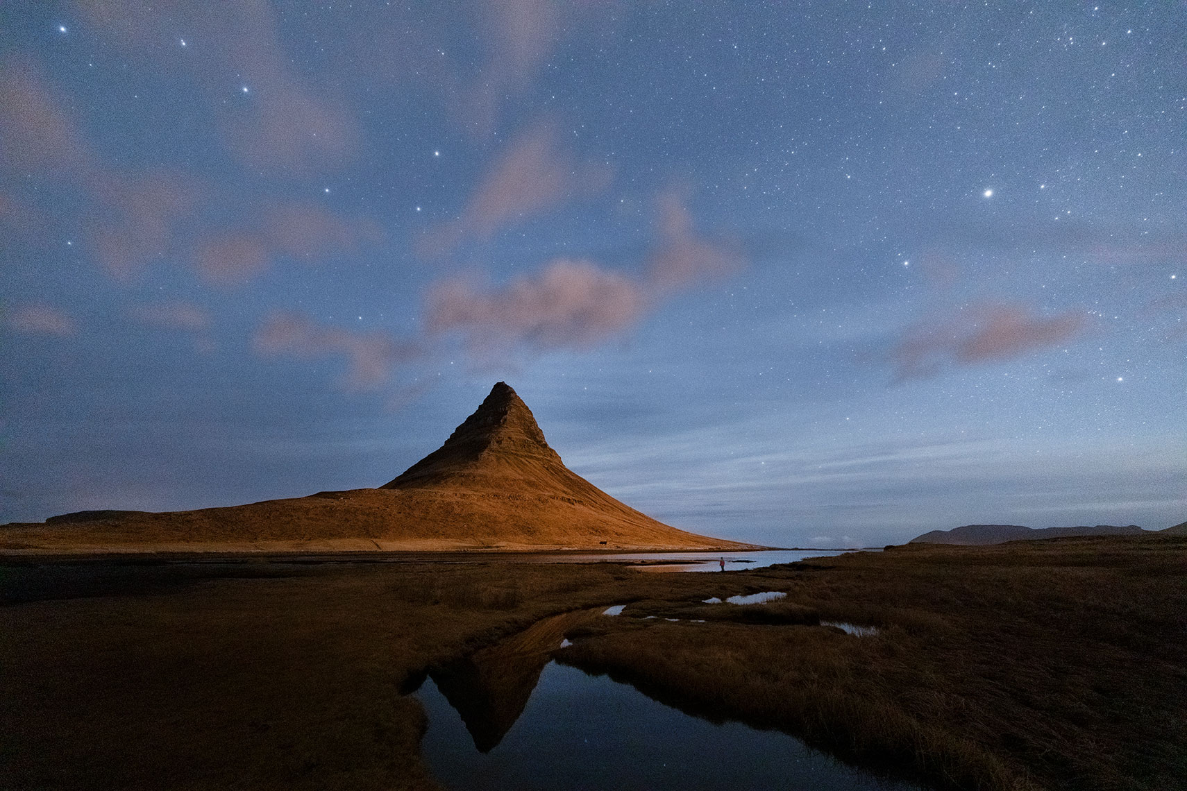 Kirkjufell-at-night_moving-clouds