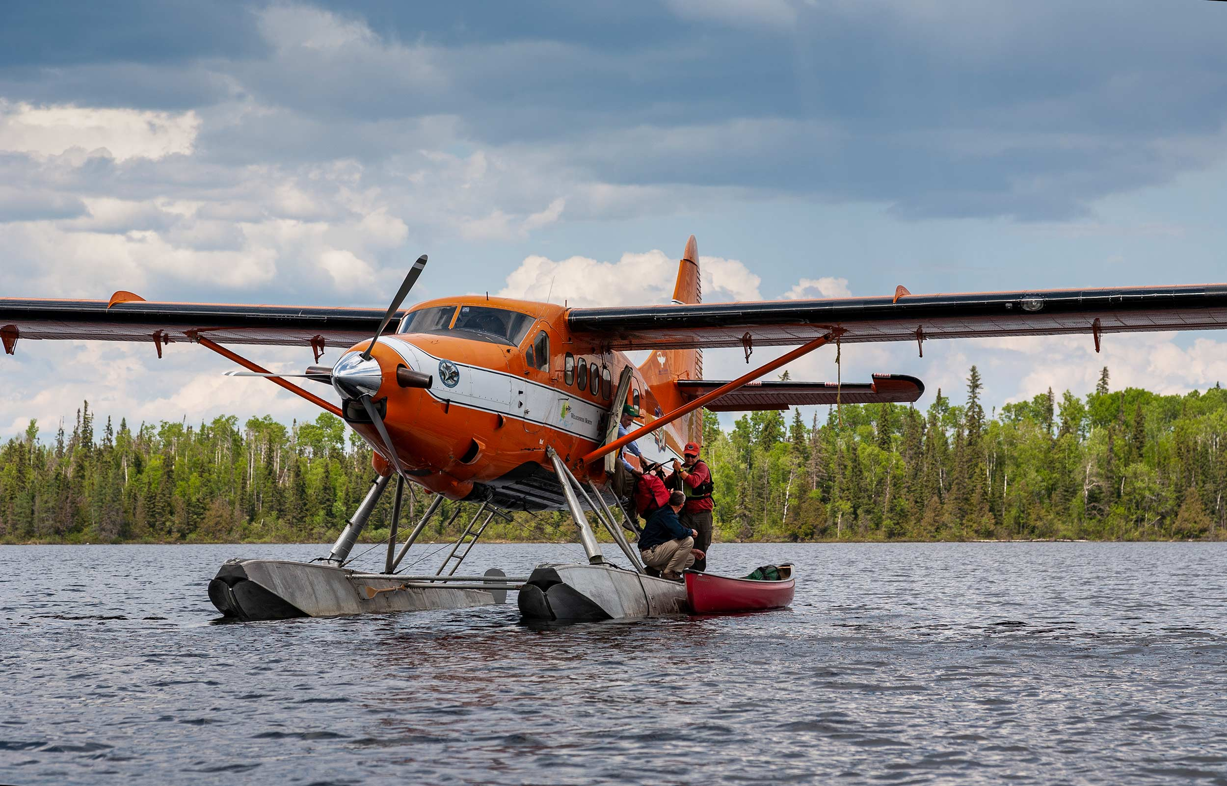 Loading-up-the-canoe-Twin-Otter_Albany-River