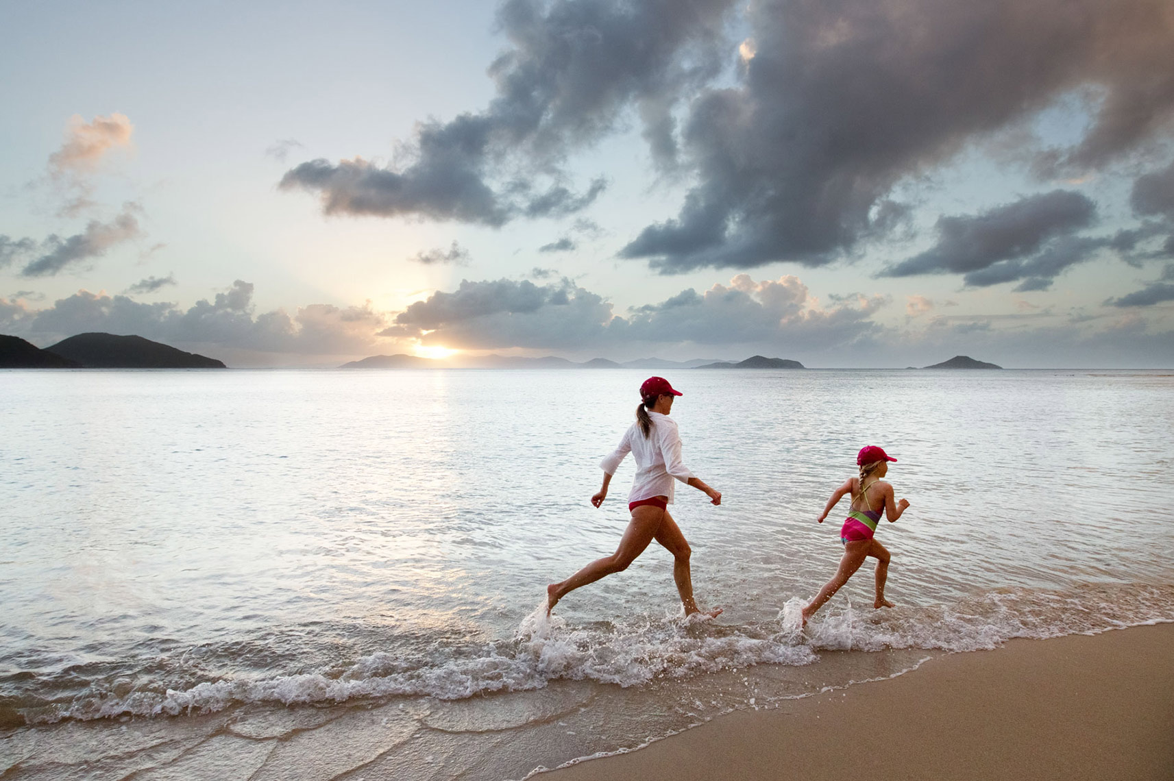 MOTHER-AND-DAUGHTER-RUNNING-ON-THE-BEACH