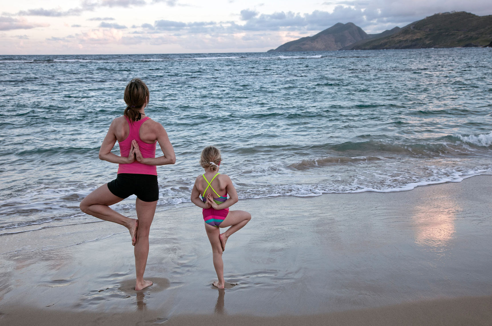 MOTHER-AND-DAUGHTER-YOGA-ON-THE-BEACH_3