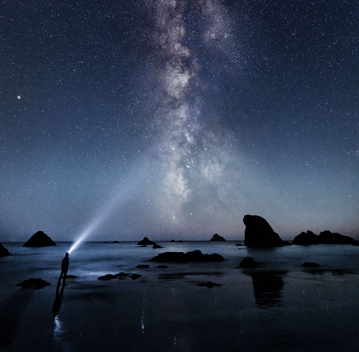 Milky-Way-and-a-headlamp