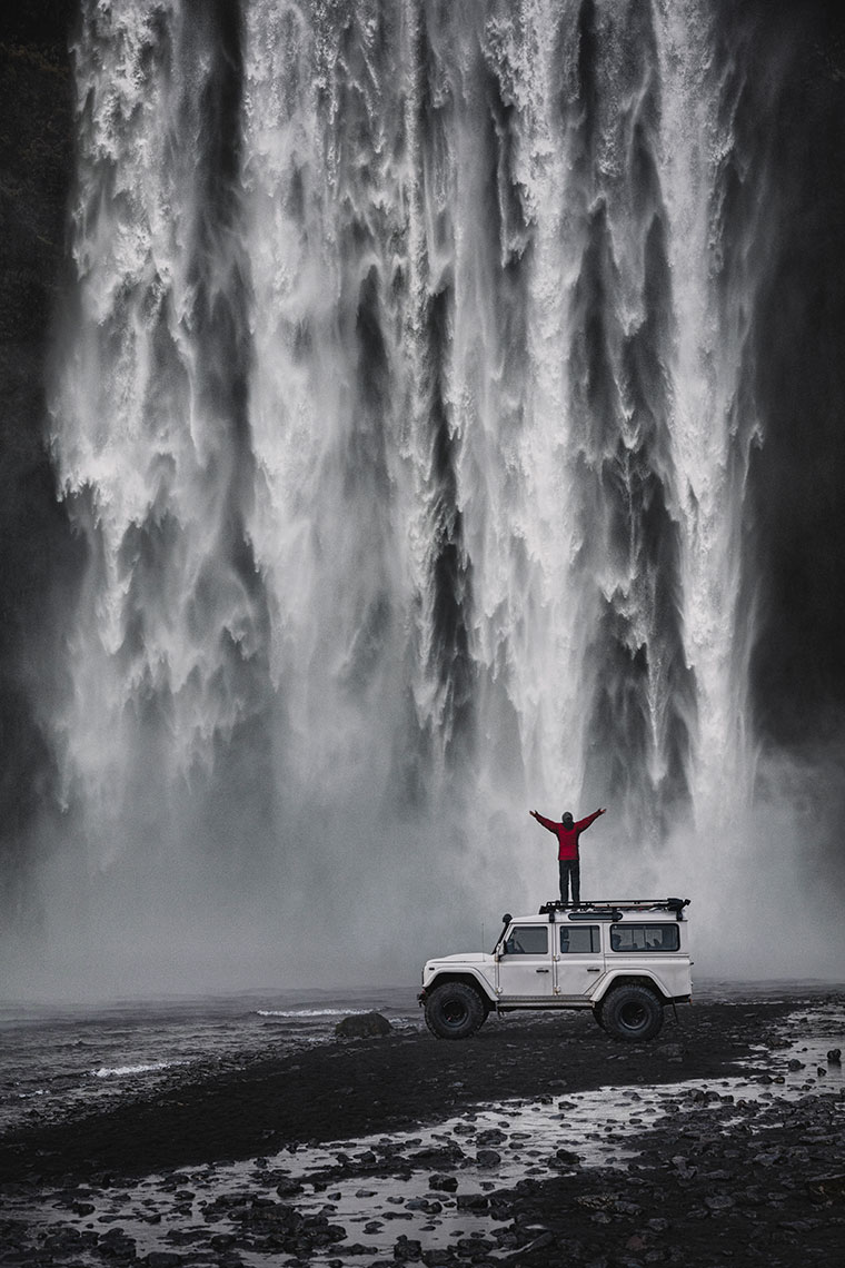 SKOGAFOSS-AND-LANDROVER
