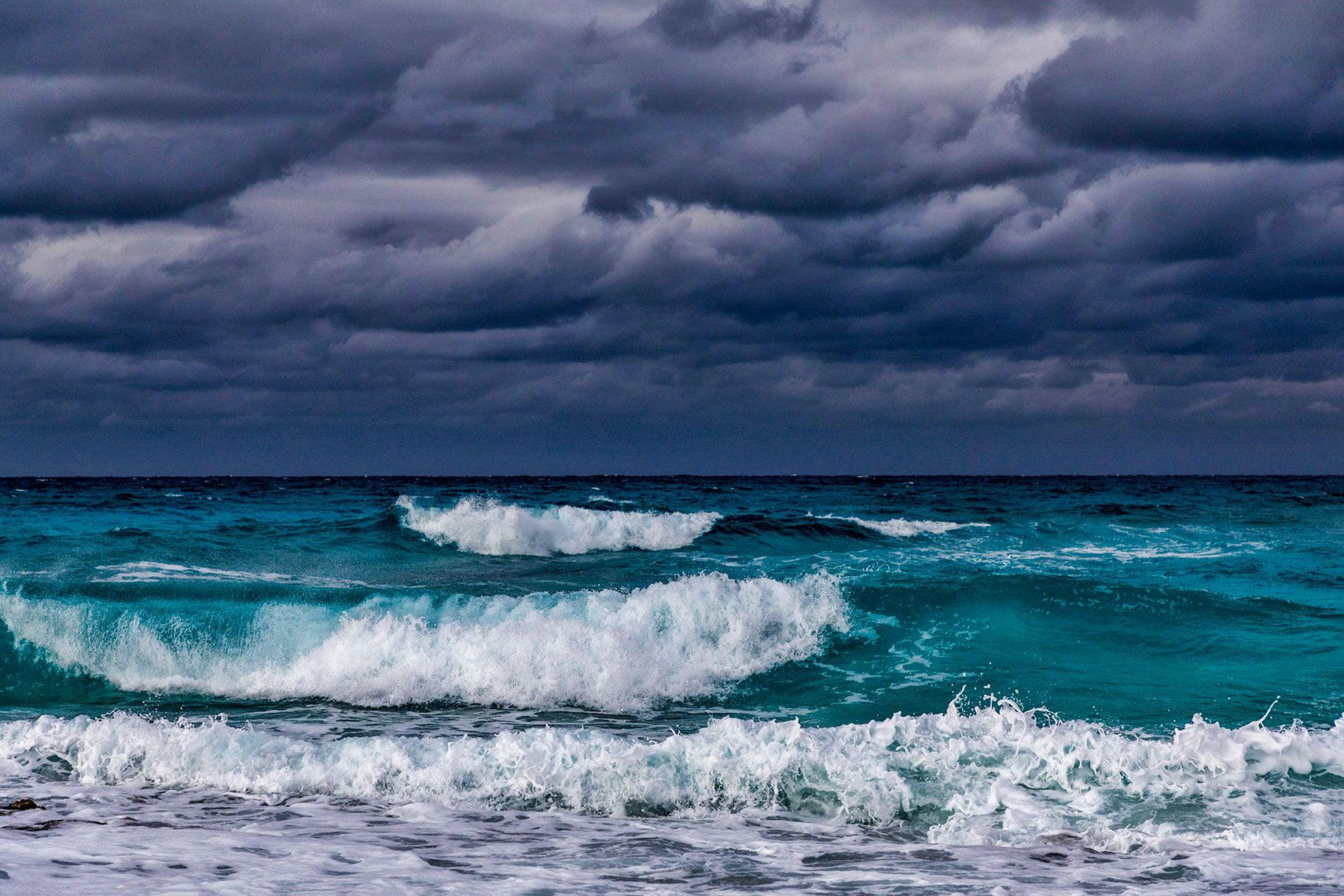 STORMY-WAVES_EXUMA