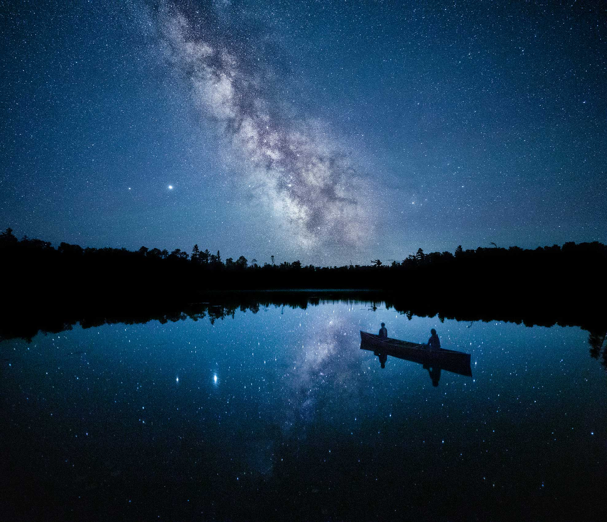 Stars-in-the-lake-and-canoe