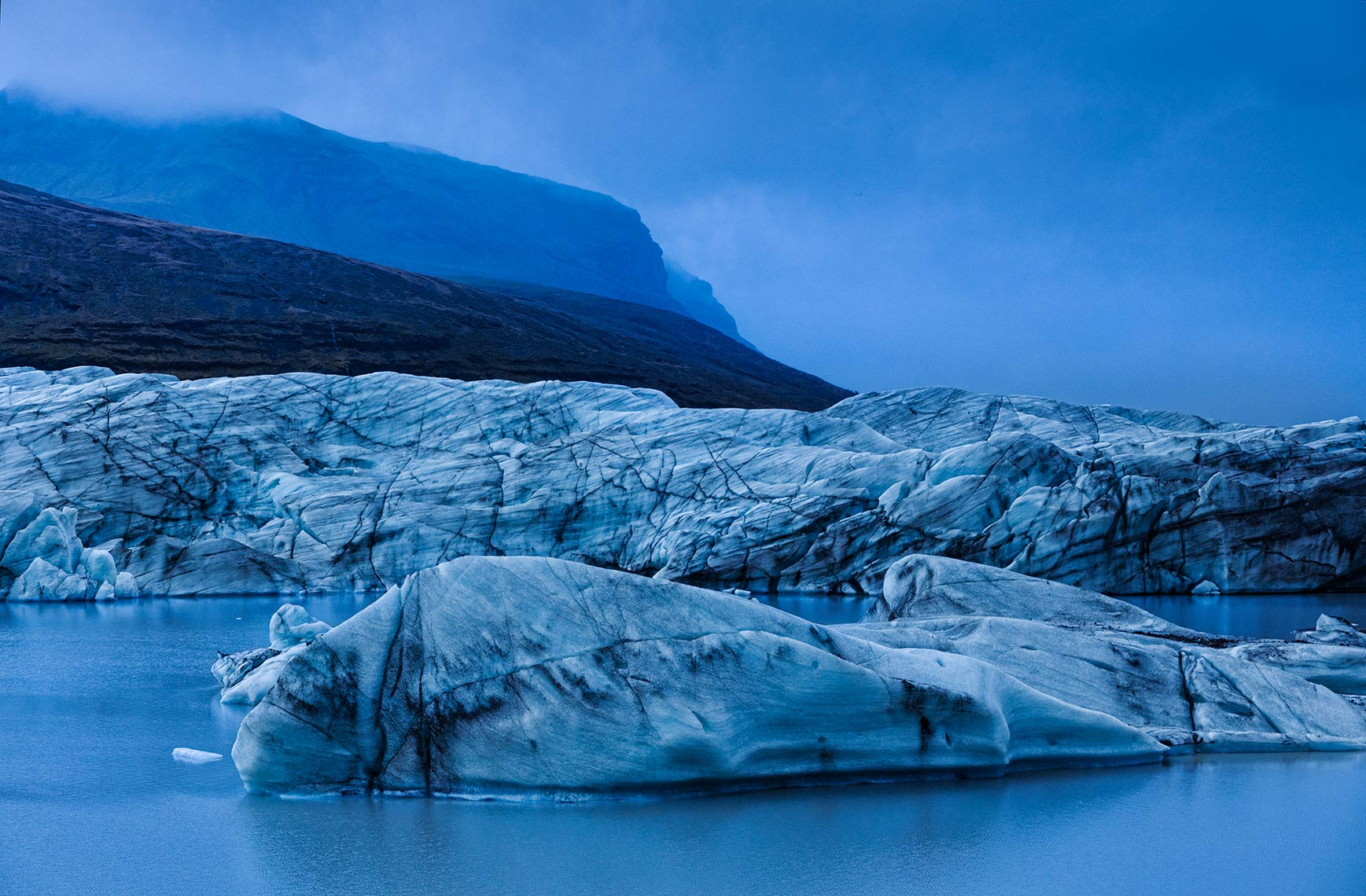 Svinafjell-ice-blue_hour