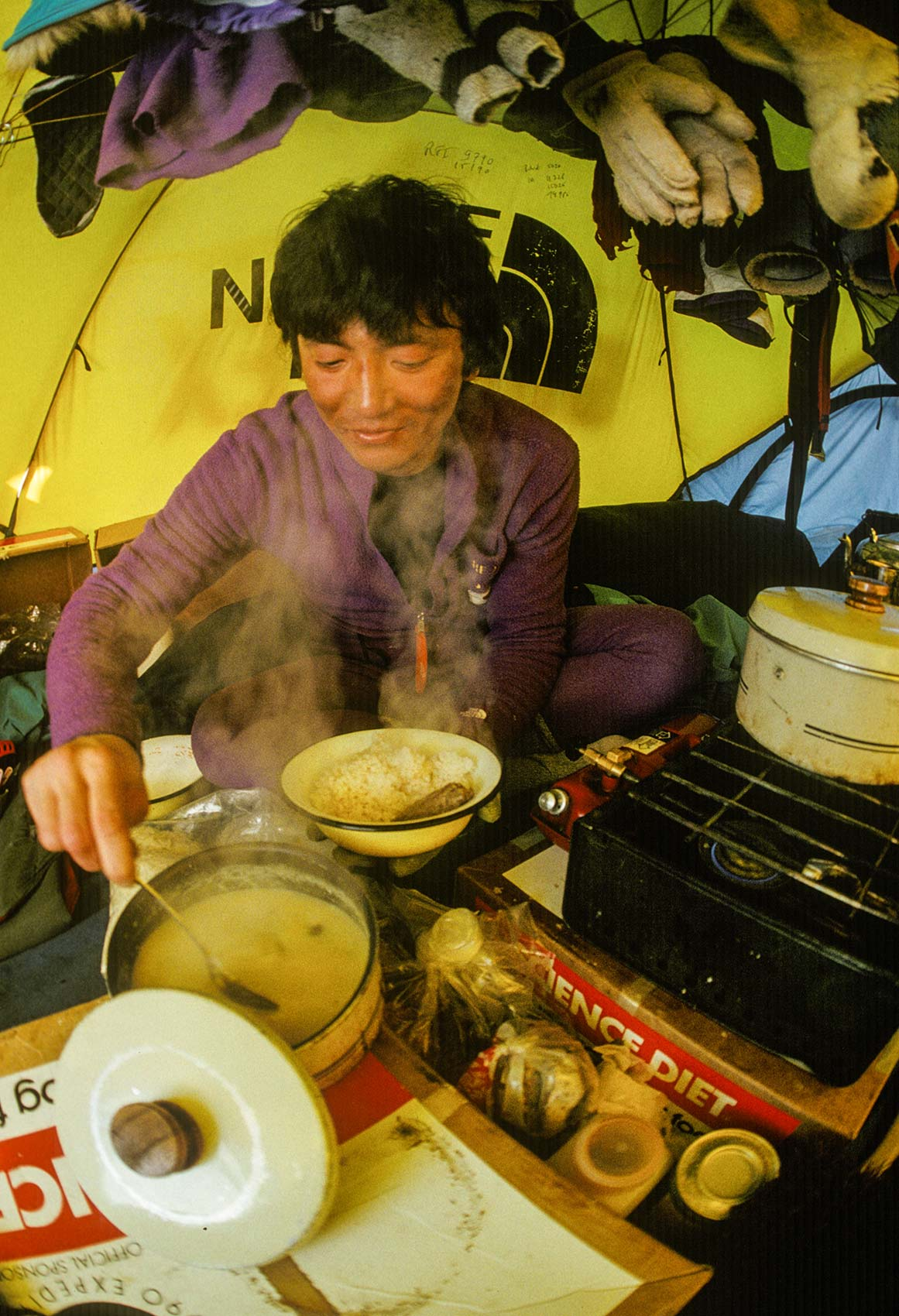 Trans-Antarctica-Expedition-Keizo-eating-dinner