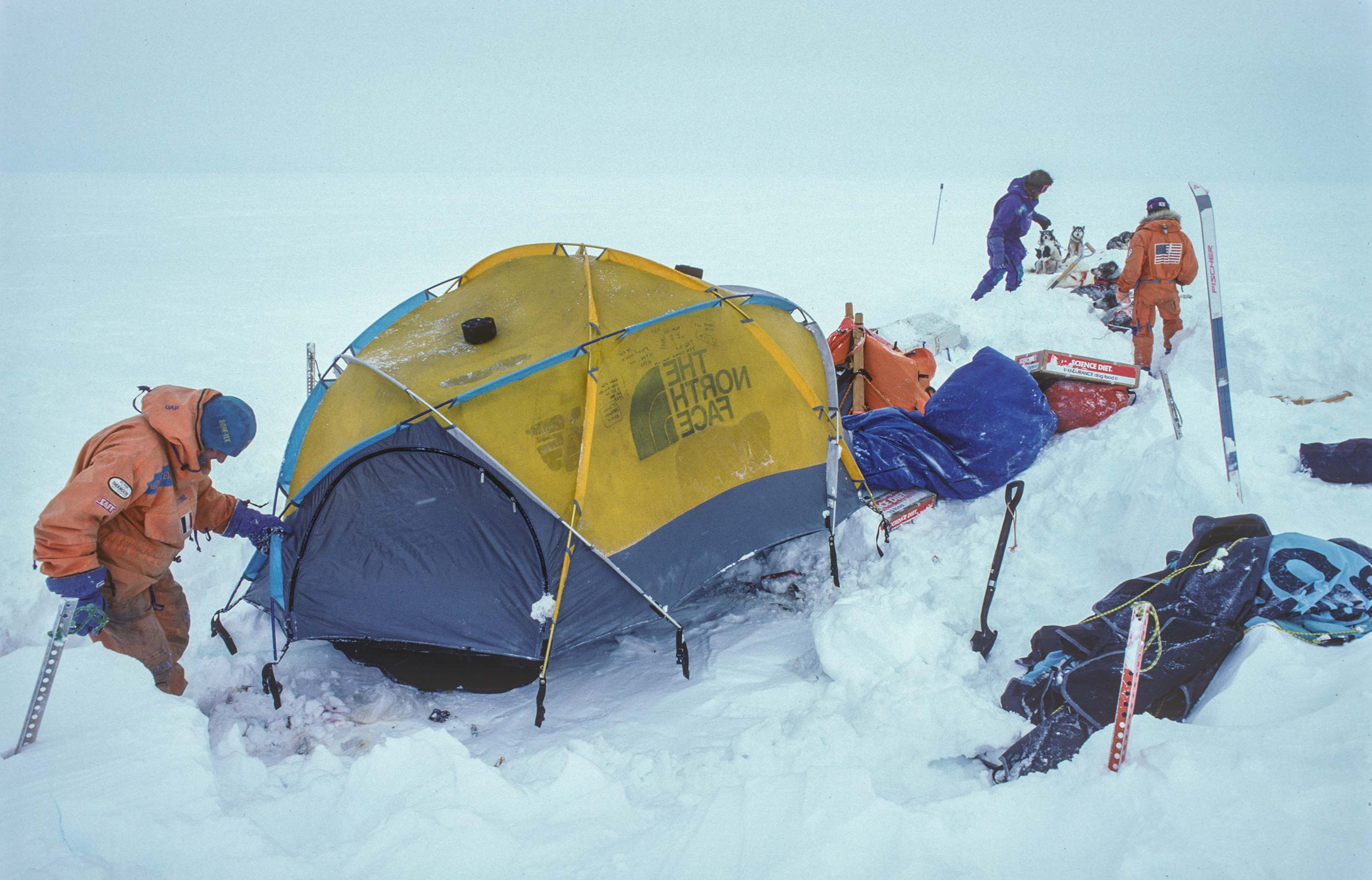 Trans-Antarctica-Expedition-breaking-camp