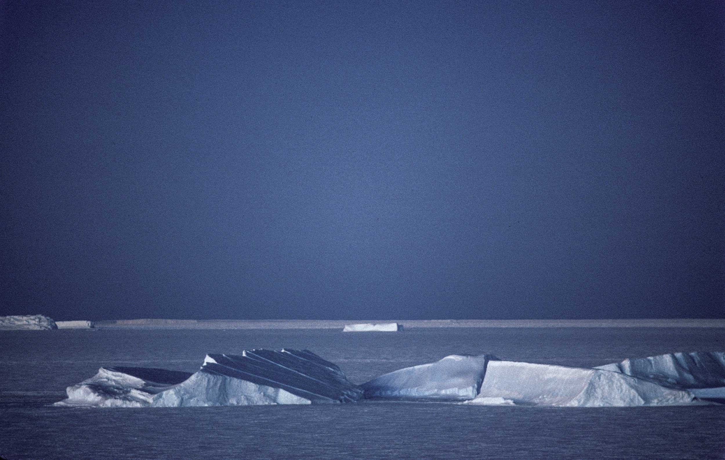 Trans-Antarctica-Expedition-icebergs