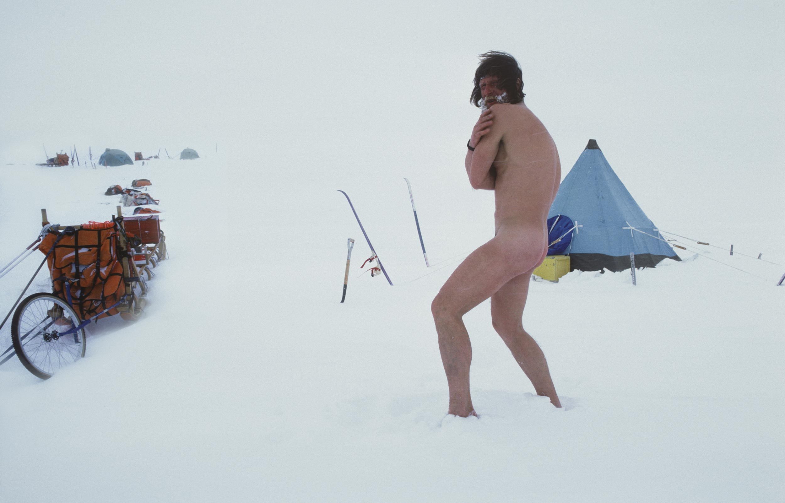 Trans-Antarctica-Expedition_Victor-snowbath_8