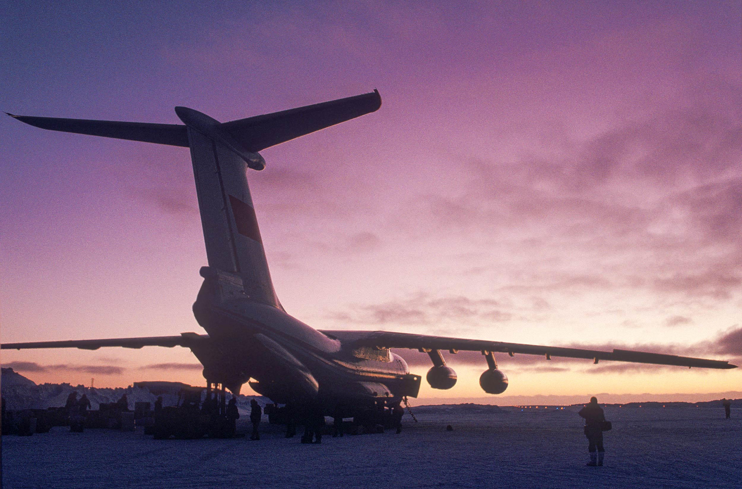 Trans-AntarcticaExpedition-The-Ilyushin-Il-76-at-King-George