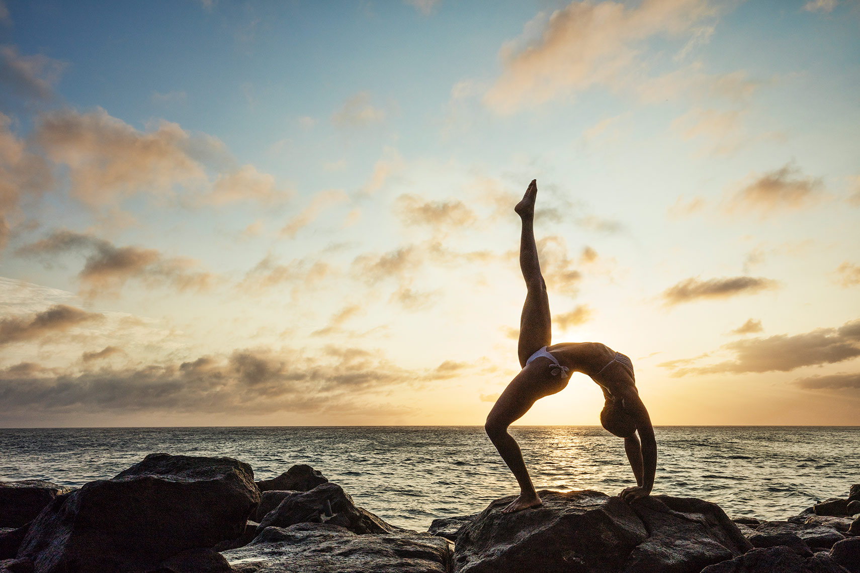 Upward-Bow-Pose_yoga_Kauia_Per-Breiehagen