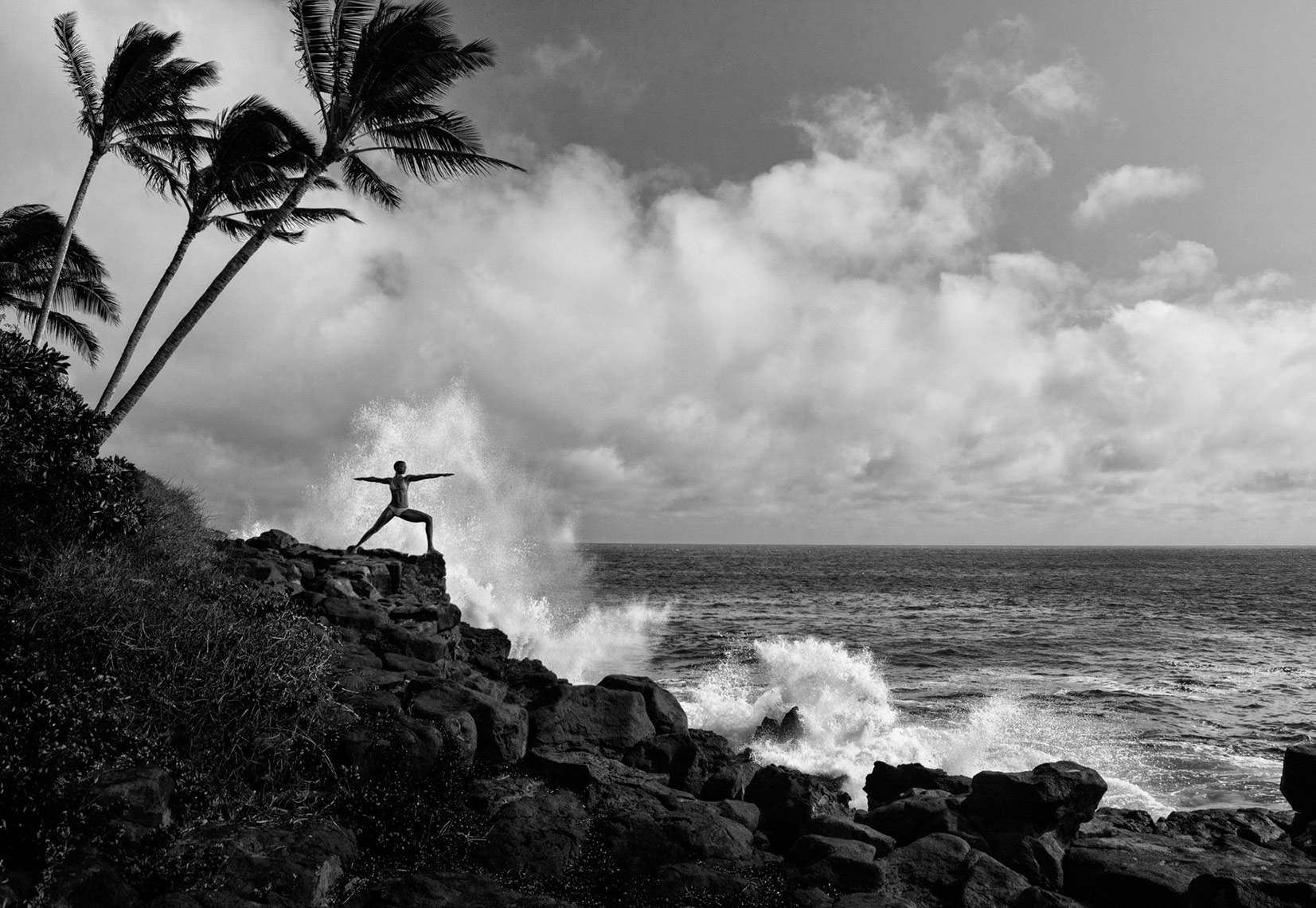 WARRIOR-POSE-BY-THE-OCEAN_KAUAI_HAWAII