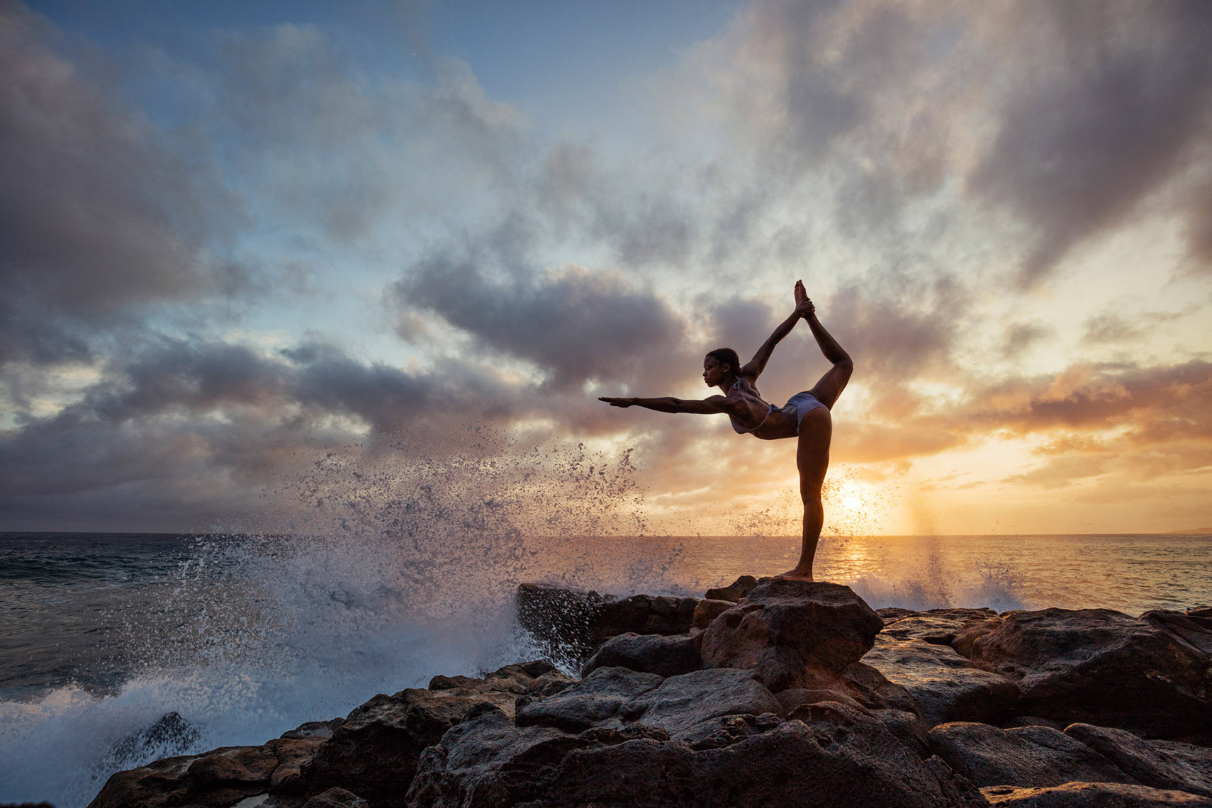 YOGA-DANCE-POSE_SUNSET-AND-CRASHING-WAVES_KAUAI_HAWAII