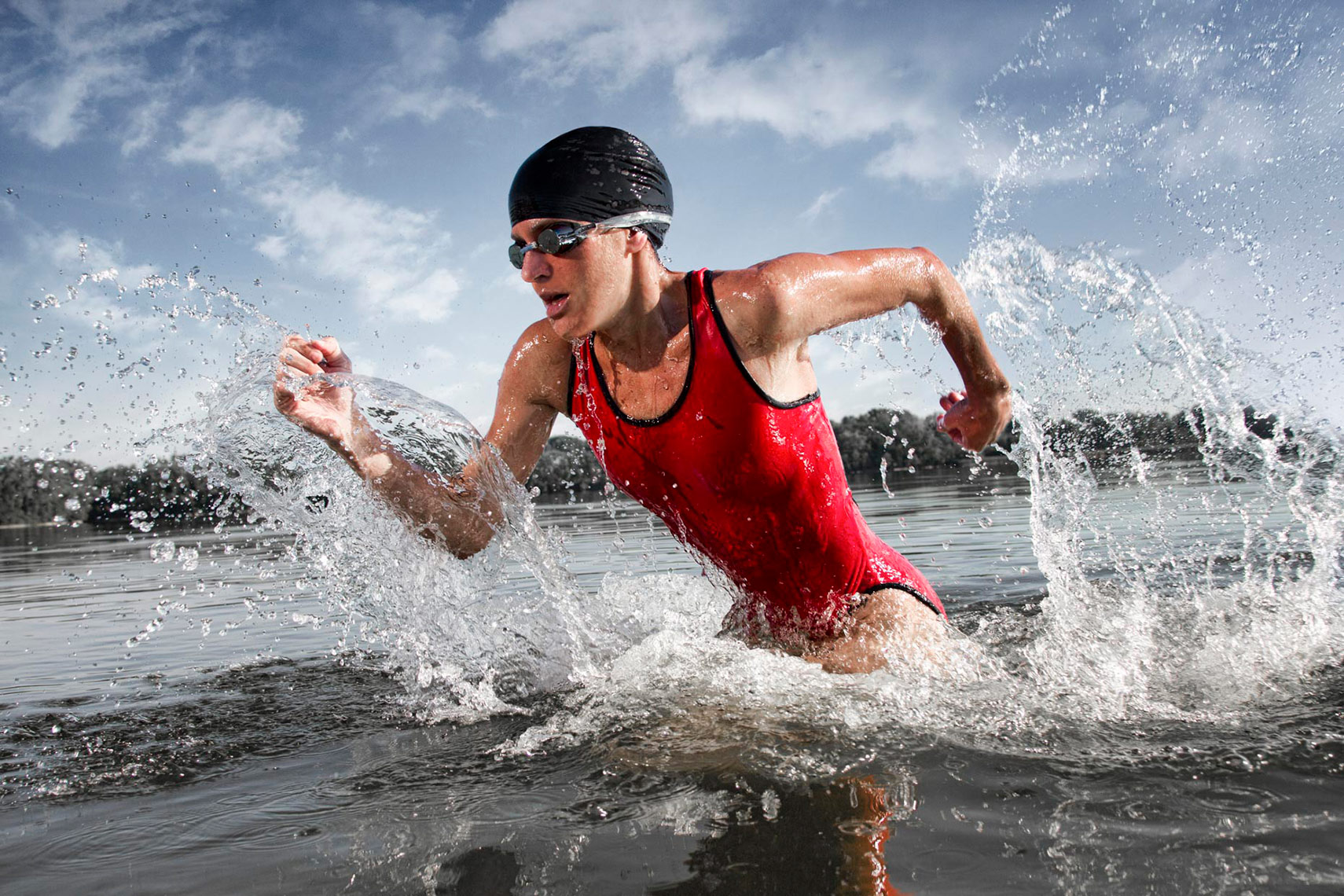 female_triathlete_running_out_of_the_water